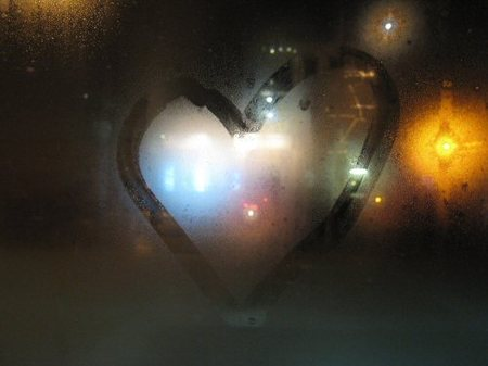 Crave_on_42nd_window_heart