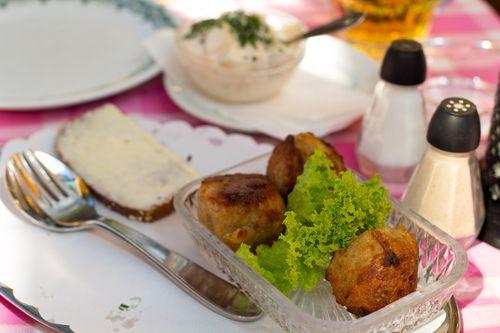 Grøften & Schønnemann a.k.a. Things On Bread   Goodies First