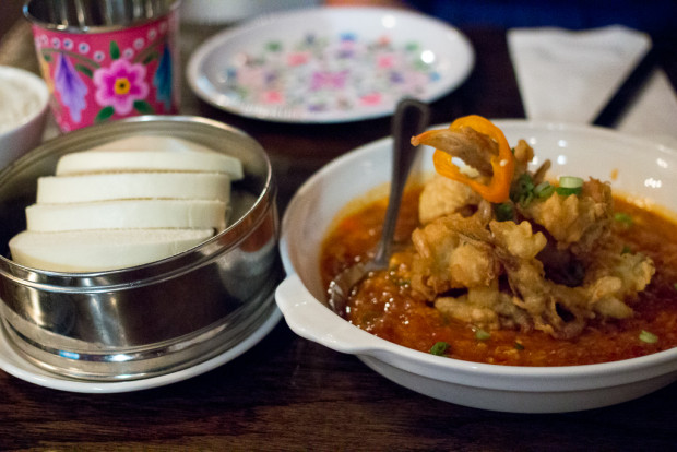 pasar malam mantou & chili crab
